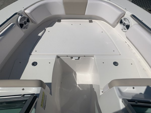 A R207 Dual Console is a Power and could be classed as a Bowrider, Dual Console, Fish and Ski, Freshwater Fishing, High Performance, Saltwater Fishing, Sedan, Ski Boat, Wakeboard Boat, Runabout,  or, just an overall Great Boat!