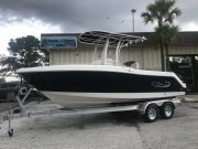 New 2019 Robalo 222 Explorer Center Console