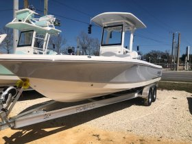 New 2021 Robalo 246 Cayman Bay Boat for sale
