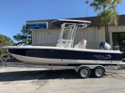New 2019 Robalo 226 Cayman in Deepwater Blue