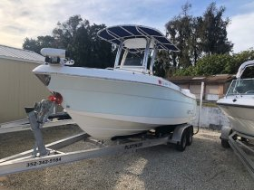 Pre-Owned 2015 Robalo R222 Power Boat for sale
