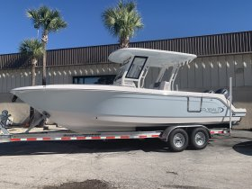 New 2020  powered Robalo Boat for sale