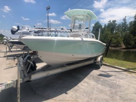 Pre-Owned 2018 Robalo ROBALO 246 CAYMAN for sale